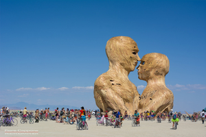 Embrace by Matt Schultz and the Pier Group, 2014 (Photo by Fiore Cappone)